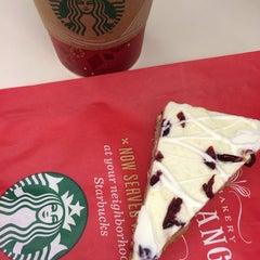 Photo taken at Starbucks by Matt L. on 11/12/2013