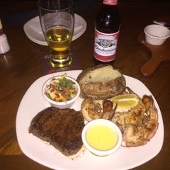 Photo taken at Outback Steakhouse by Alvaro S. on 5/27/2015