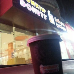 Photo taken at دانكن دونتس® | Dunkin' Donuts® by Mansour on 12/20/2012
