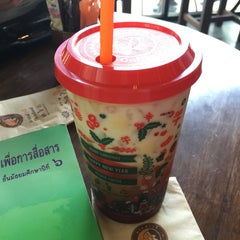 Photo taken at Wawee Coffee (กาแฟวาวี) by FLiPFERN🌿 on 12/22/2014