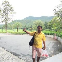 Photo taken at Alpine Golf Resort Chiang Mai (อัลไพน์กอล์ฟรีสอร์ทเชียงใหม่) by NobiRa on 11/27/2015