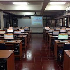 Photo taken at Fakultas Teknik by Gepe on 11/1/2014