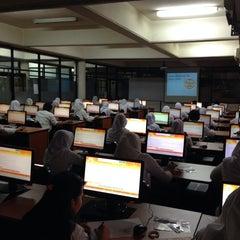 Photo taken at Fakultas Teknik by Gepe on 10/26/2014