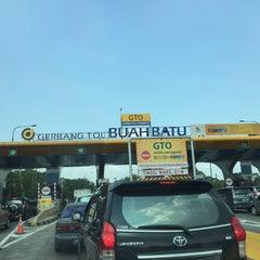 Photo taken at Gerbang Tol Buah Batu by Gepe on 7/20/2015