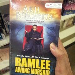 Photo taken at HARRIS Bookstore by Daus B. on 1/26/2013