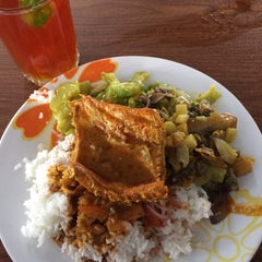Photo taken at Mama Nasi Campur by Akmal 'Amarn' on 9/17/2015