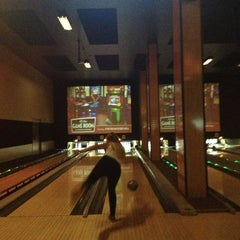 Photo taken at Grand Central Restaurant & Bowling Lounge by Elliot C. on 9/15/2013