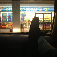 Photo taken at 7-Eleven by Elliot C. on 5/19/2013