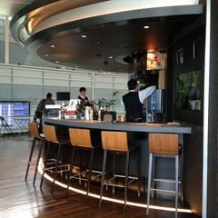 Photo taken at ワールド・ワインバー by ピーロート(World Wine Bar by Pieroth) 羽田空港店 by Makoto on 3/1/2013