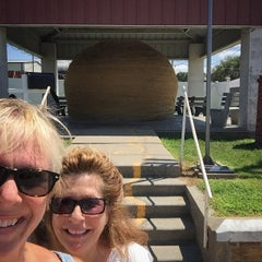 Photo taken at World's Largest Ball Of Twine   (made by a community) by Kelly on 7/19/2015