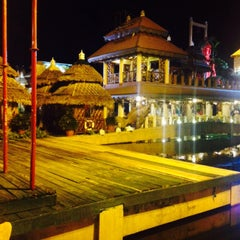Photo taken at Isdaan Floating Restaurant by Dana on 6/12/2015