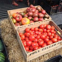 Photo taken at Penn Quarter FRESHFARM Market by Charles S. on 9/4/2014