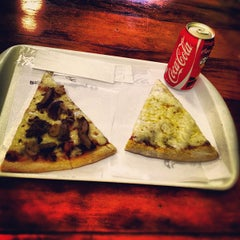 Photo taken at O Pedaço da Pizza by Eduardo D. on 11/22/2012