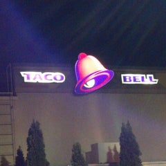 Photo taken at Taco Bell by Tommy T. on 9/25/2012