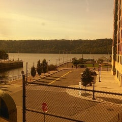 Photo taken at Yonkers Train Station - Metro North & Amtrak by Shelly A. on 10/13/2012