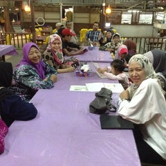 Photo taken at Restoran Patani ABC Teluk Cempedak by Noor B. on 1/15/2014