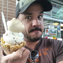 Photo taken at Morelli's Gourmet Ice Cream by Carl A. on 6/8/2014