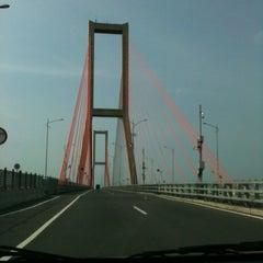 Photo taken at Jembatan Suramadu (Suramadu Bridge) by Uufi A. on 3/29/2013