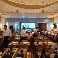 Photo taken at Restaurante Arabia by Hubert A. on 11/1/2012