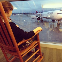 Photo taken at Seattle-Tacoma International Airport (SEA) by Ulyana on 1/26/2013