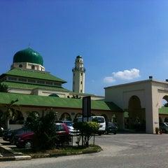 Photo taken at Masjid Al-Hasanah by هوزايفه أويس on 6/29/2013