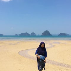 Photo taken at Anyavee Tubkaek Beach Resort by Mohd Razali on 3/4/2016