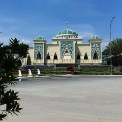 Photo taken at Masjid At-Taubah by Krisna P. on 5/24/2013