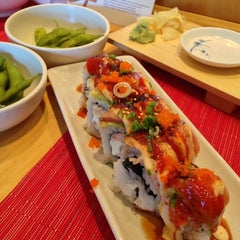 Photo taken at Zakuro Sushi Bistro by Laura M. on 8/14/2013