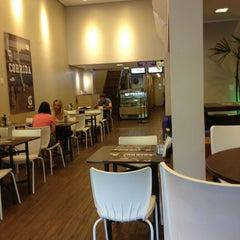 Photo taken at Oficina do Açaí by Giovana R. on 1/8/2013