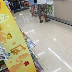 Photo taken at 7-Eleven (เซเว่น อีเลฟเว่น) by titipat p. on 9/10/2015