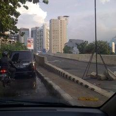 Photo taken at Jalan Layang Non Tol Kp. Melayu - Tanah Abang by S u t j i p t o on 4/24/2013