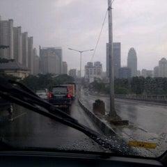 Photo taken at Jalan Layang Non Tol Kp. Melayu - Tanah Abang by S u t j i p t o on 4/11/2013