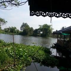 Photo taken at แม่น้ำท่าจีน by อภิญญา on 12/15/2012
