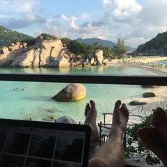 Photo taken at เกาะนางยวน รีสอร์ท | Koh Nang Yuan Dive Resort by Polina Z. on 1/5/2016