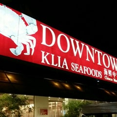 Photo taken at Downtown KLIA Seafood Restaurant (Chinese Seafoods Muslim Cuisine) by Ryo Y. on 4/18/2015