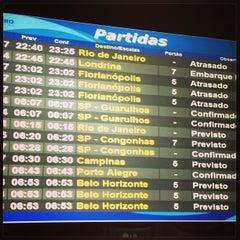 Photo taken at Portão 7 by Etiene L. on 12/28/2012