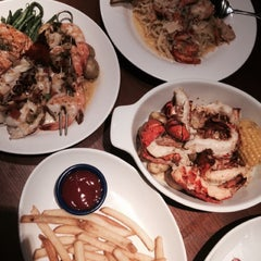 Photo taken at Red Lobster by hm👽 on 12/14/2014