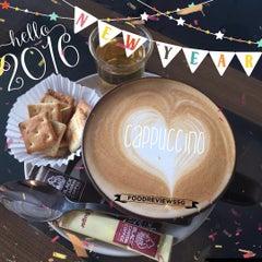 Photo taken at Black Canyon Coffee by NäTãLîĘ T. on 1/1/2016
