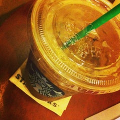 Photo taken at Starbucks (สตาร์บัคส์) by Romchalee on 7/1/2013