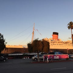 Photo taken at Queen Mary's Dark Harbor by Kevin H. on 11/9/2014