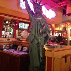 Photo taken at Red Robin Gourmet Burgers by Melissa H. on 6/29/2013