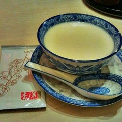 Photo taken at Canton-i (香港粥面家) by WynnE Y. on 11/28/2012