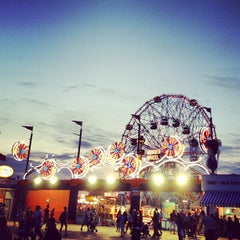 Photo taken at Deno's Wonder Wheel by Ong A. on 6/23/2013