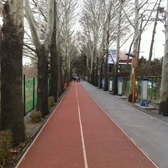 Photo taken at Enghelab Sport Complex | مجموعه فرهنگی ورزشی انقلاب by Reza O. on 1/10/2013