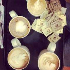 Photo taken at Gloria Jean's Coffees by Sushant K. on 7/27/2013