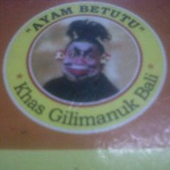 Photo taken at Ayam Betutu Khas Gilimanuk by Yogie P. on 1/31/2013