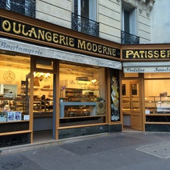 Photo taken at Boulangerie Moderne by Jasper〆 . on 9/22/2015