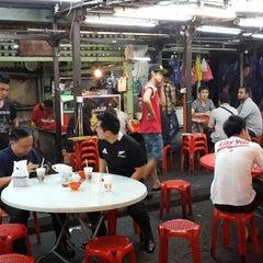 Photo taken at Kim Lian Kee Restaurant (金莲记) by Daren T. on 7/1/2013