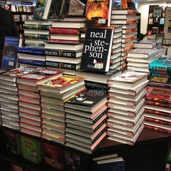 Photo taken at Barnes & Noble by Rodrigo O. on 3/17/2013