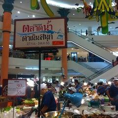 Photo taken at The Mall Nakhon Ratchasima (เดอะมอลล์นครราชสีมา) by BeE on 10/2/2012